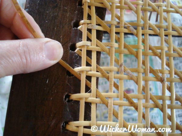 How to choose the chair caning hole