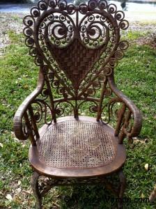 heart-shape-victorian-man-chair
