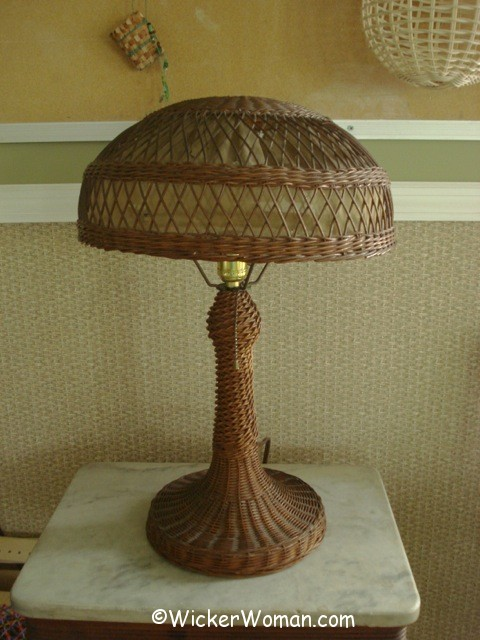 reed-wicker-table-lamp
