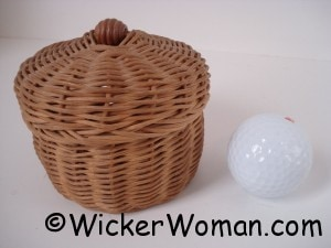 round reed lidded mini basket
