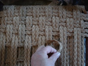 weaving checkerboard rush stool