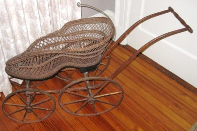 Shoe motif wicker carriage
